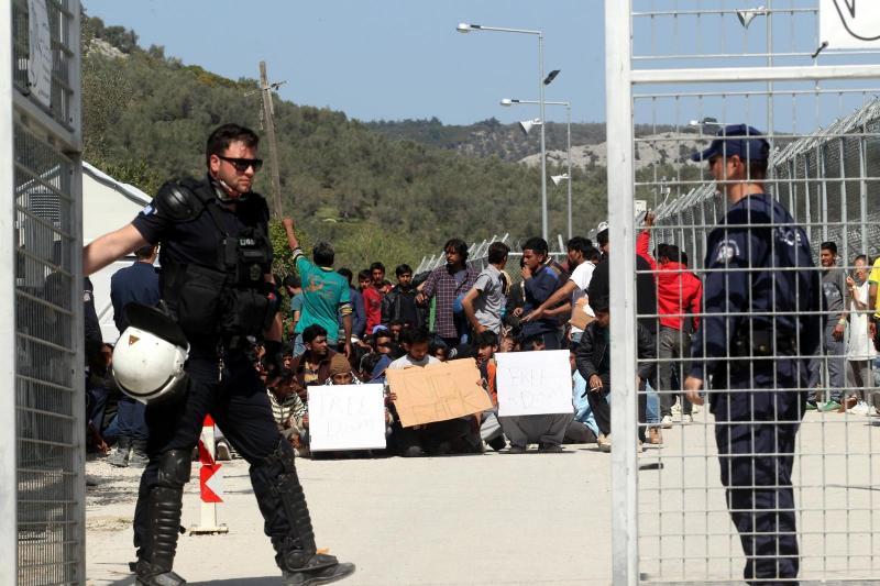 Delavci stavkajo zaradi nečloveških razmer v migrantskem centru