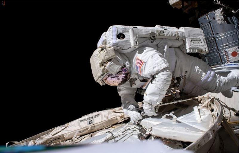 Zakaj Američani odlašajo z vrnitvijo na Luno? Imajo resno težavo, nato pa se je vmešal Elon Musk