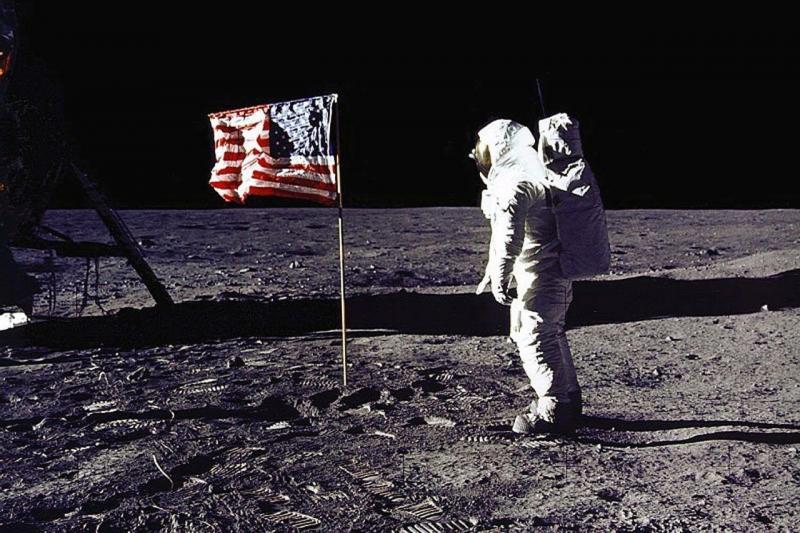 Ruska vesoljska agencija: Preverili bomo, ali so bili Američani res na Luni ali ne!