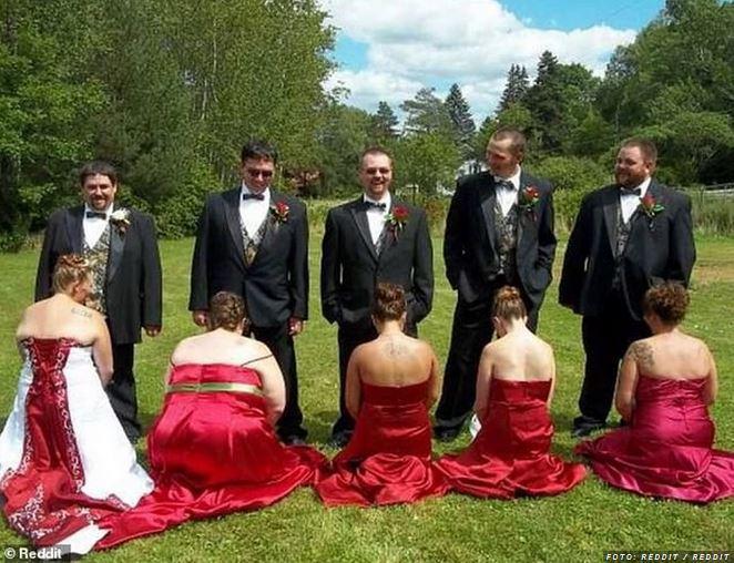 »To je ponižujoče«: Fotografija s poroke izzvala jezo, in to le zaradi poze družic