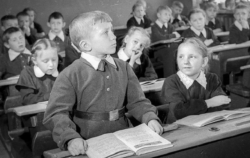 FOTO: Zakaj je bil sovjetski izobraževalni sistem eden najboljših na svetu?