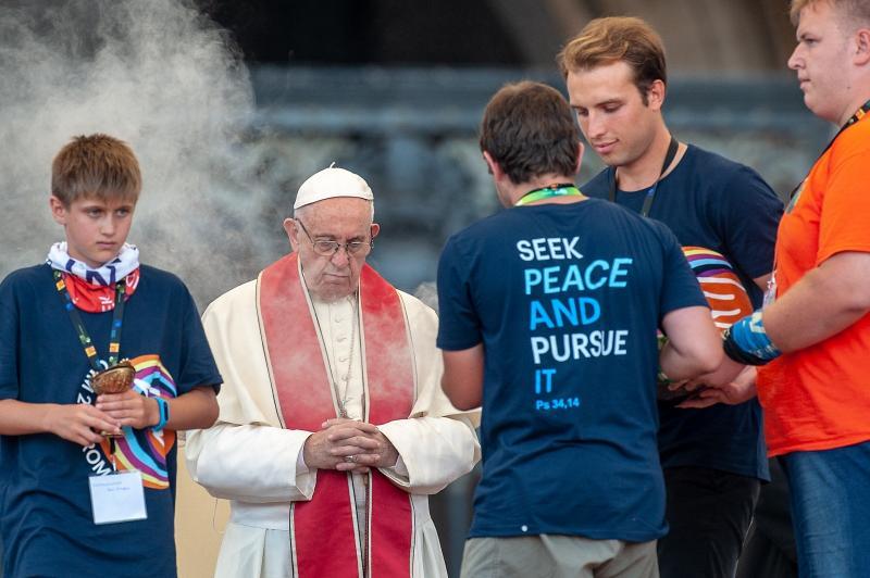 Papež v Italiji tudi zaradi stališč do migrantov vse manj priljubljen