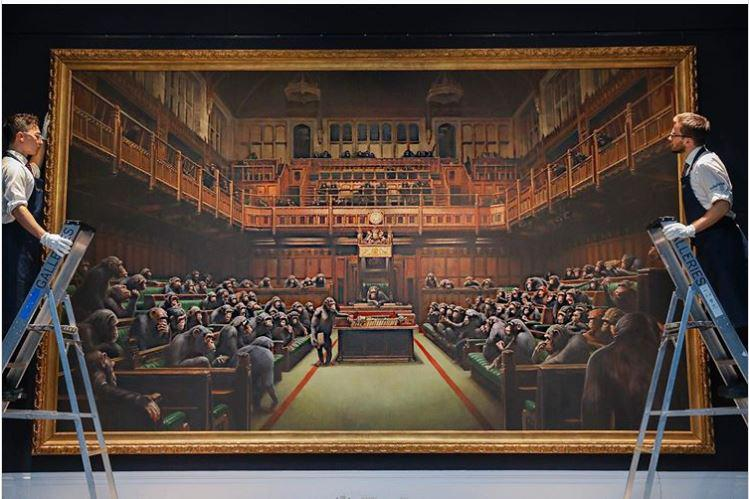Banksyjeva znana slika britanskega parlamenta na dražbi na voljo za preko 2 milijona evrov