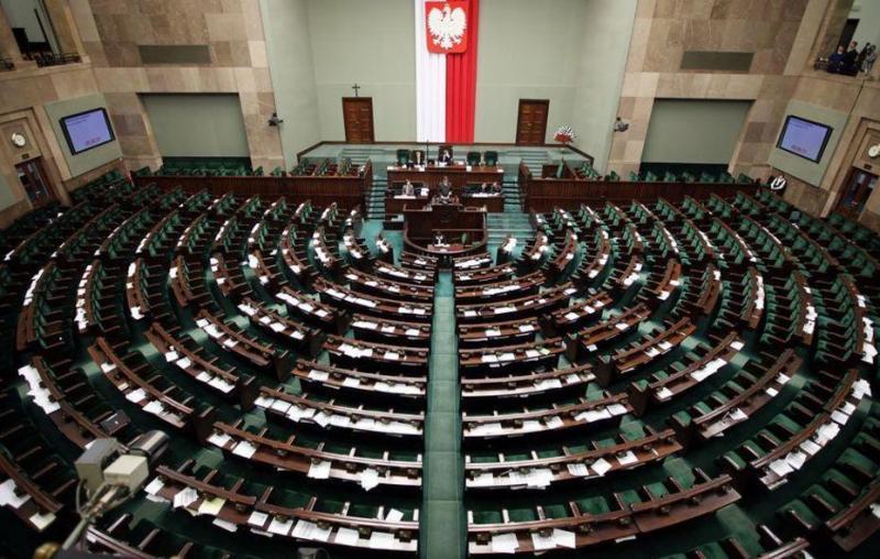 Poljski mediji zaradi novih pravil bojkotirajo delo parlamenta