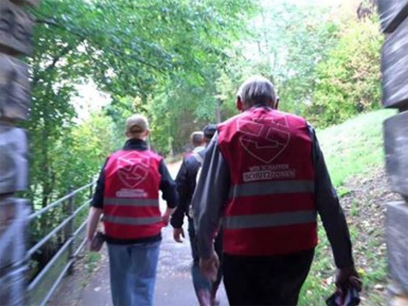 Skrajno-desničarska NPD organizirala patrulje za varovanje pred migranti