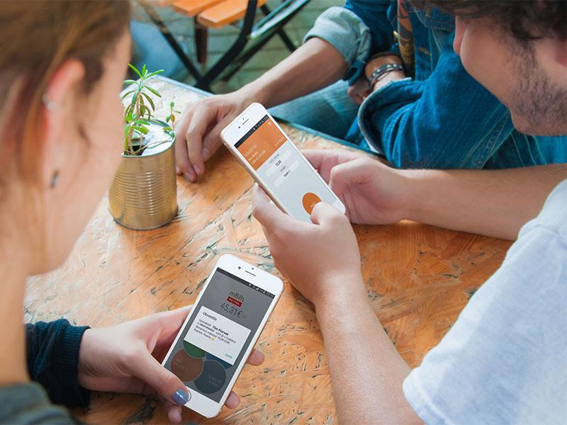 Po novem se denar med družinskimi člani, prijatelji, znanci, sodelavci pretaka kar s telefona na telefon