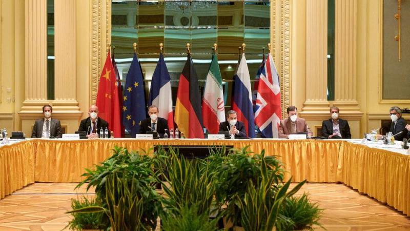 Iz kleti v klet, do ponovnega sporazuma: Iran pričakuje razveljavitev sankcij glede nafte, transporta in bank