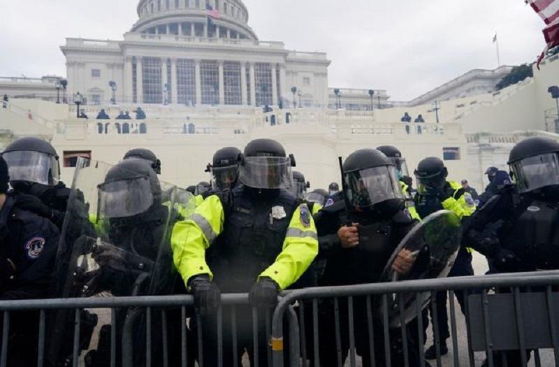 Še ena žrtev ameriških izgredov: samomor storil eden od policistov, ki so varovali Kapitol