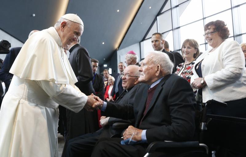 Papež na Irskem prosil odpuščanje zaradi