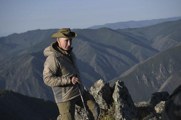 Vladimir Putin na dopustu: planinarjenje in vožnja s čolnom po Jeniseju