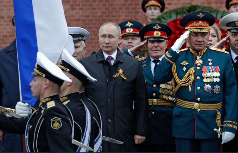 Kaj je tako sila nenavadnega Putin storil, da je na paradi razjokal Ruse