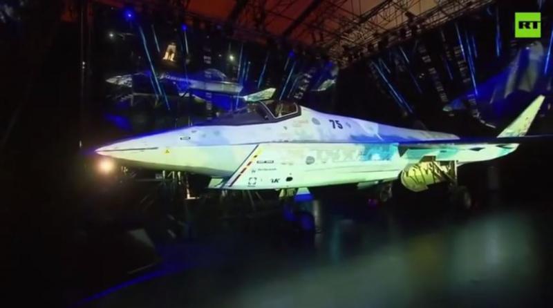 »Spoznajte šah-mat«: V Moskvi Putinu pokazali novo lahko taktično letalo, ki bo konkurenca ameriškemu F-35