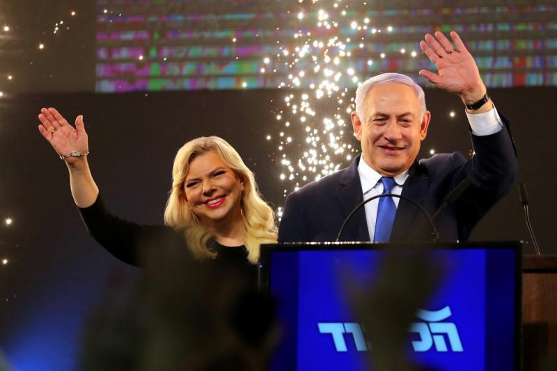 Izraelski premier Netanjahu obtožen: podkupoval naj bi medije in sprejemal draga darila
