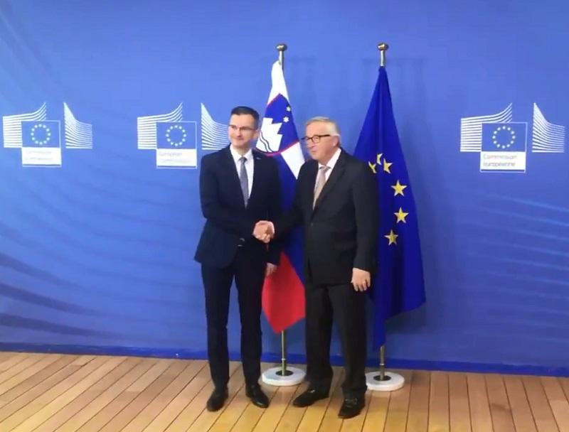 Pridi, mladi mož. Tako je danes Juncker sprejel Šarca v Bruslju