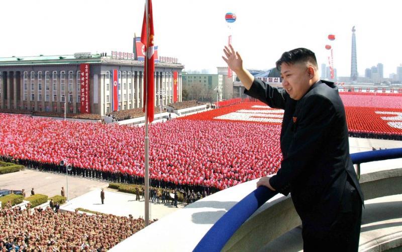Na vojaški paradi v Severni Koreji brez medcelinskih raket