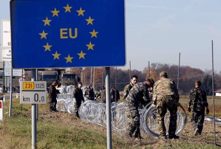 S Hrvaške se vračajo tudi okuženi »klasični« dopustniki, epidemija v južni sosedi »ni povsem pod nadzorom«
