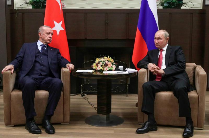 Zakaj je Putin Erdoğanu svetoval, naj prejme rusko cepivo Sputnik V