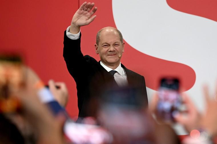 Volitve v Nemčiji: SPD s tesno večino premagala CDU/CSU, koalicijo bi lahko kovali pol leta