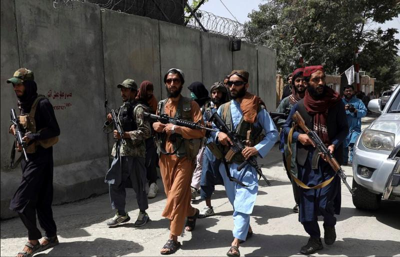 Talibani različica 2.0: Grozljiv posnetek, ki lahko spreobrne najtrdosrčnejše, morda celo Grimsa, ki trdi, da »beguncev ni«