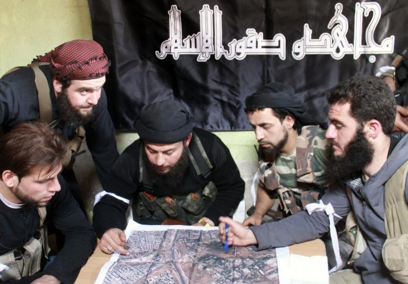Cenik umorov: Islamska država džihadiste plača s srebrom in zlatom