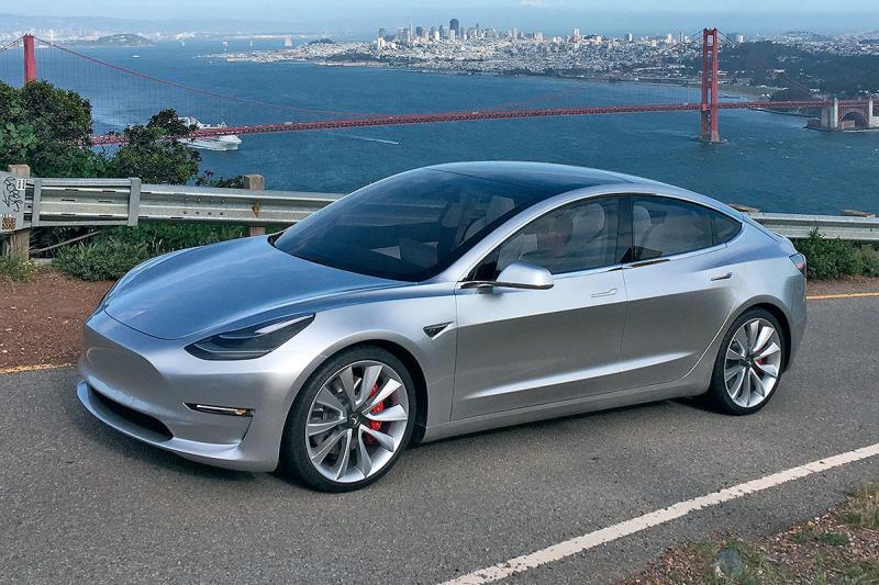 Tesla z 1,8 milijarde dolarjev za proizvodnjo modela 3