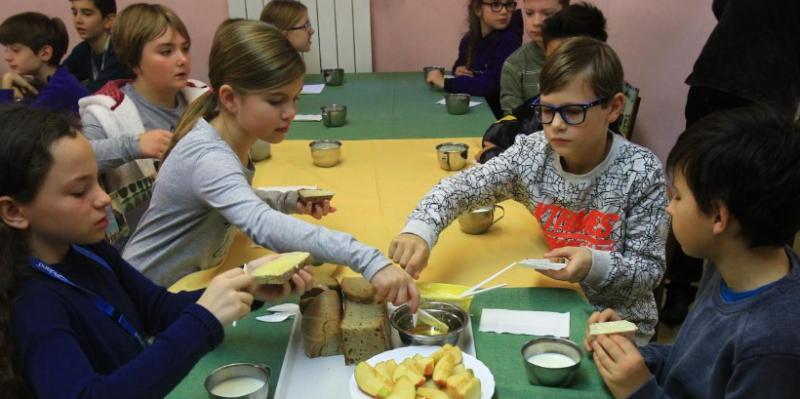Vladne stranke ne privoščijo toplega obroka vsakemu šolarju