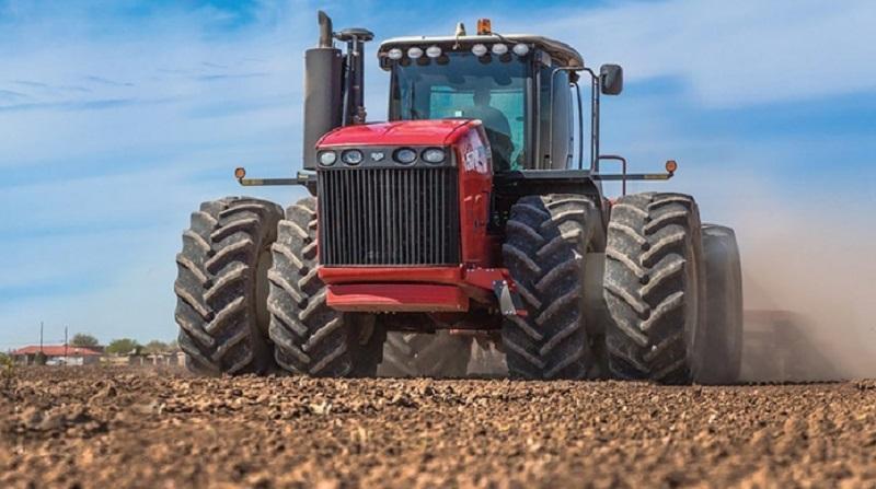 Francoski portal: Traktorji so novo orožje, s katerim Rusija osvaja svet