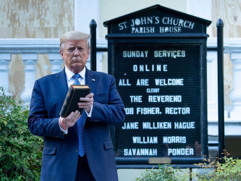 Trump o kristjanih: »Ali lahko verjamete, da ljudje verjamejo ta drek?«