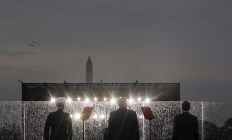 Nebo pripada ZDA: Trumpovo »parado« za dan neodvisnosti zalival dež