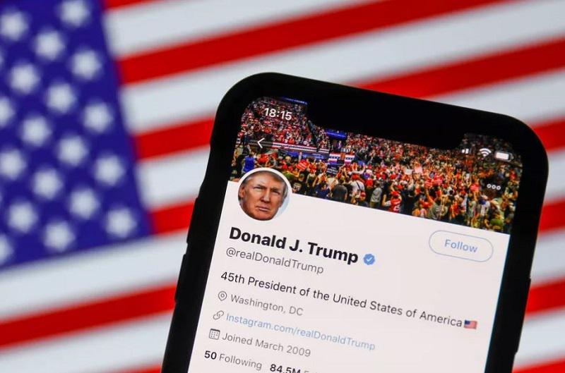 Cenzura Donalda Trumpa na Twitterju in Facebooku - deluje!
