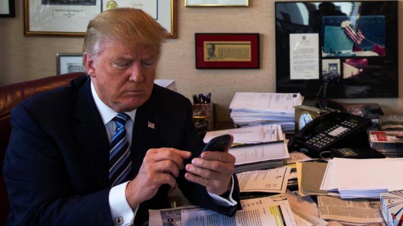 Twitter bo uradni račun predsednika in prve dame ZDA predal Joeju in Jill Biden