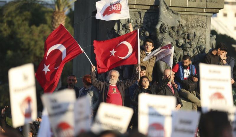 Turčija na zaporne kazni obsodila šest novinarjev opozicijskega časnika