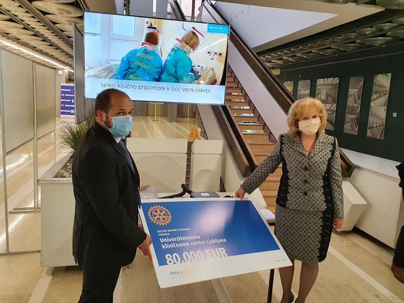 Rotary Distrikt Slovenija pomaga UKC Ljubljana: podarili zaščitno opremo v višini 80.000 EUR