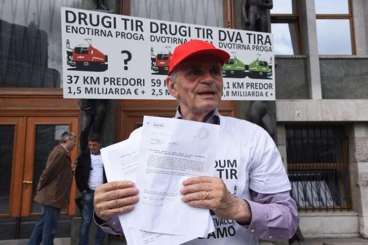 Dan po neuspelem referendumu vlada v nadaljnje ukrepe, Kovačič pa napoveduje pritožbo