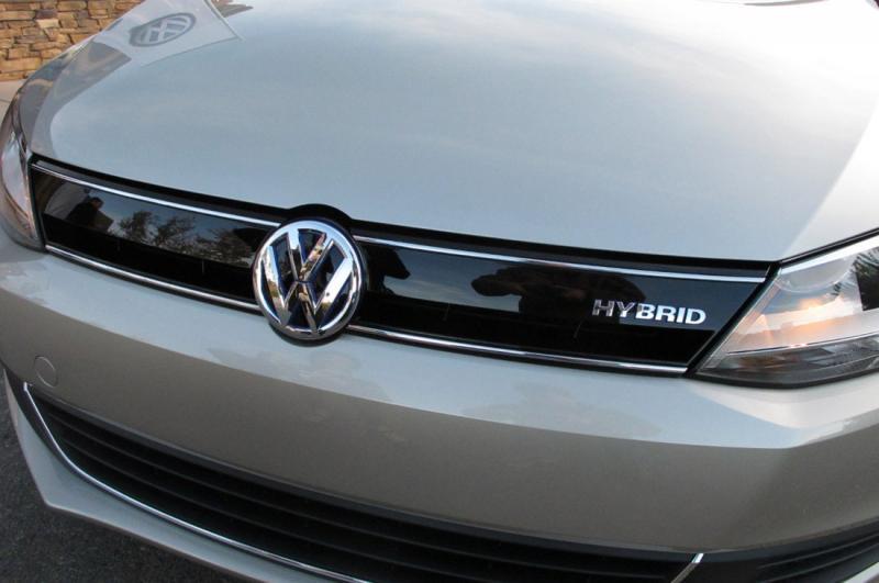 Prodaja Volkswagnovih vozil v luči škandala tudi julija navzdol