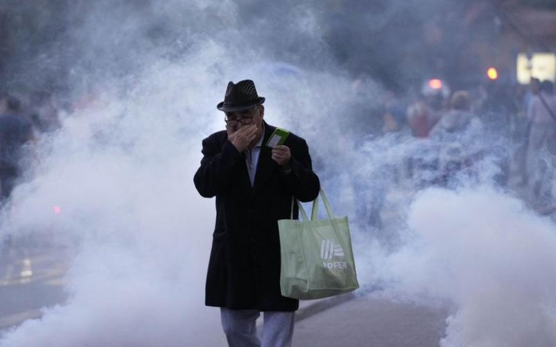 Zaplinjena Ljubljana: Srečanje janšizma z rezultati dela vladnikov končano z vodnim topom in v oblakih solzivca