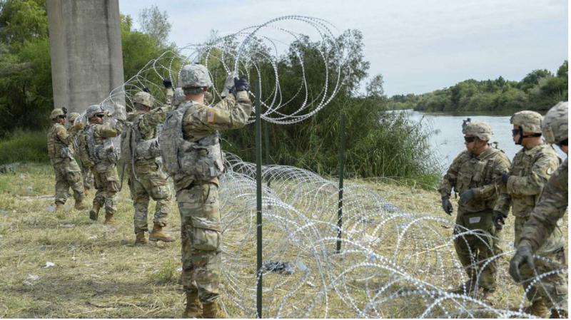 Najprej so zasebniki sami patruljirali ob meji, sedaj kljub sodni prepovedi sami gradijo še – ograjo na meji