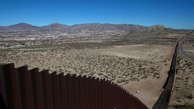 Trump je za zid na meji z Mehiko pripravljen zapreti vlado