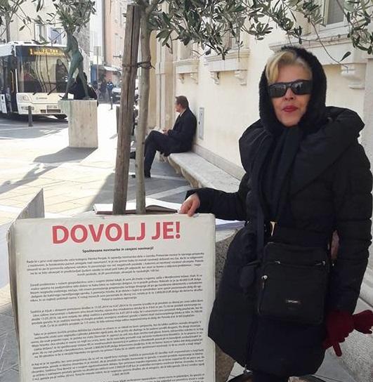 Deložirana Olahova začela protest pred koprskim sodiščem