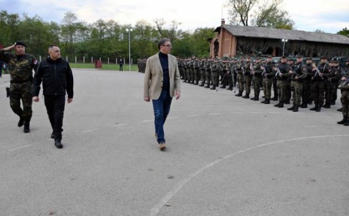 Vučić med obiskom žandarmerije v Kraljevu  Vir: Twitter