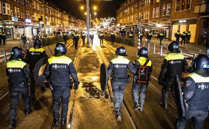 Protesti proti policijski uri na Nizozemskem  Vir:Twitter