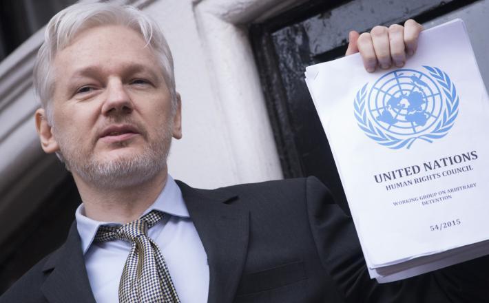 Julian Assange v veleposlaništvu Ekvadorja  Vir: Pixsell