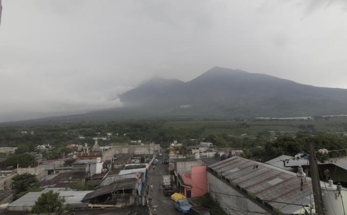 Fuego ognjenik   Vir:Pixell