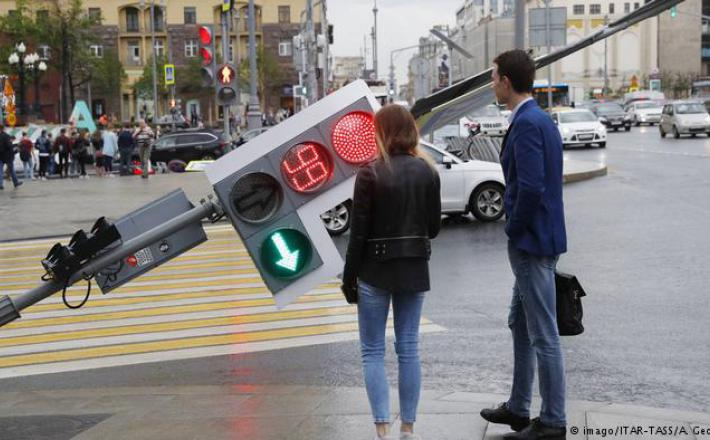 Državni semafor je znova padel - ob neurju v Moskvi...