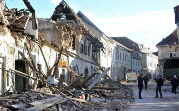 Posledice uničujočega potresa na Hrvaškem. Je krivec za katastrofo tudi 'človeški faktor'? Vir: Twit