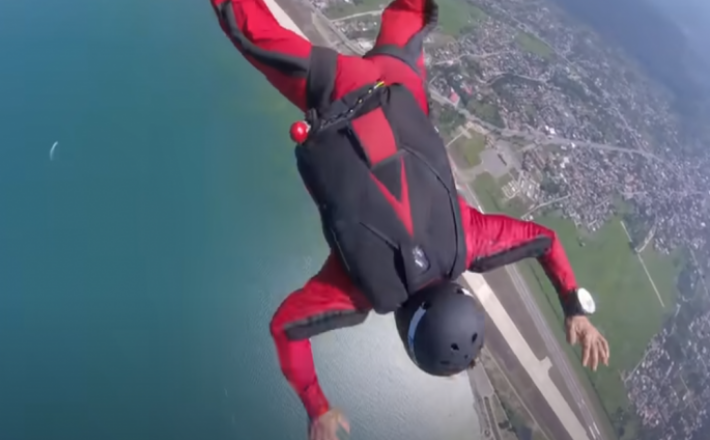 Padalec nad Iranom  Vir:Posnetek zaslona