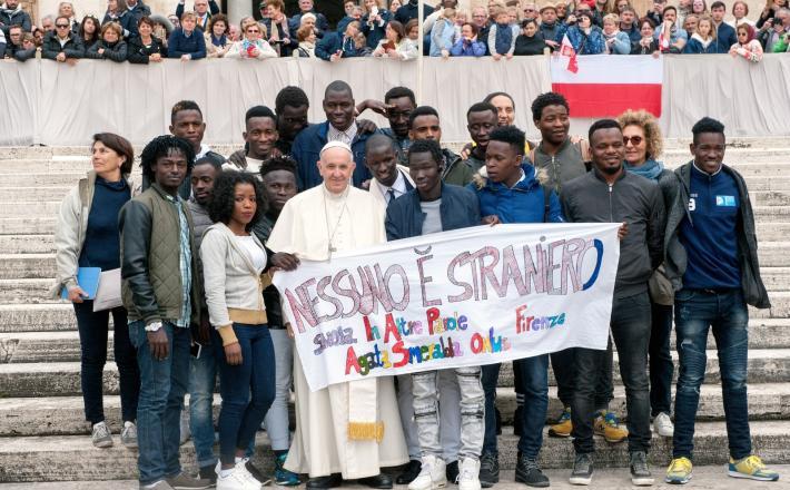 Papež in migranti