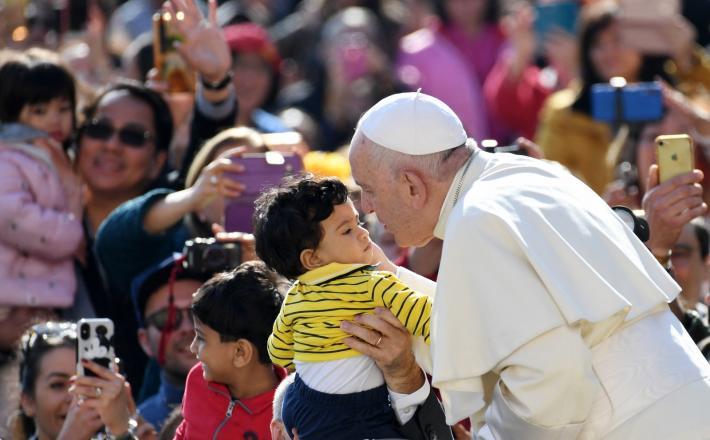 Papež in otroci   Vir:Pixsell