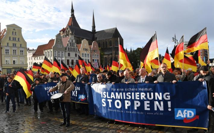 Stop islamizaciji - Rostock Vir:Pixell