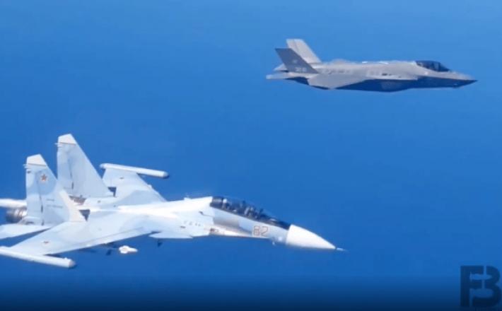 Rusko letalo Su-30 in ameriško F-35  Vir: Instagram, posnetek zaslona